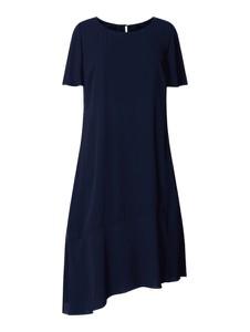 Granatowa sukienka Sheego midi asymetryczna w stylu casual