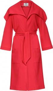 Czerwony płaszcz Yuliya Babich w stylu casual
