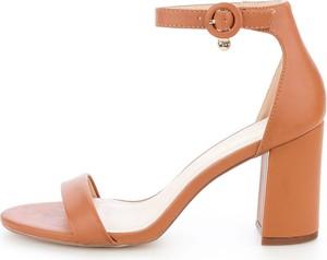 Sandały Prima Moda z klamrami na słupku