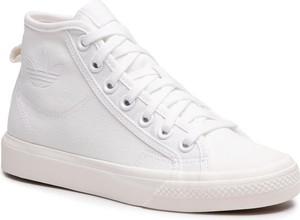 Trampki Adidas z płaską podeszwą sznurowane wysokie