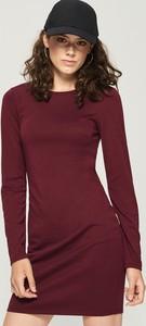 Czerwona sukienka Sinsay z okrągłym dekoltem z długim rękawem w stylu casual