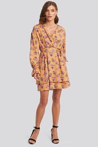 Sukienka NA-KD z dekoltem w kształcie litery v mini w stylu casual