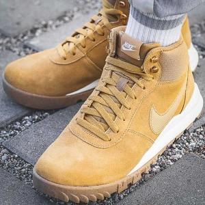 Buty zimowe Nike w sportowym stylu sznurowane