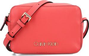 Torebka Calvin Klein matowa mała na ramię