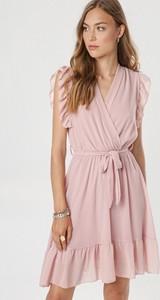 Różowa sukienka born2be mini z dekoltem w kształcie litery v