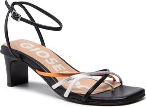 Czarne sandały GIOSEPPO z klamrami ze skóry na słupku