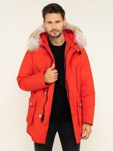 Czerwona kurtka Woolrich w stylu casual