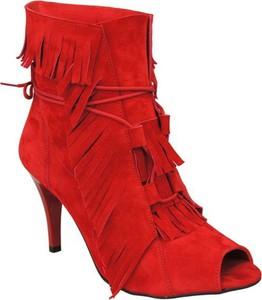 Czerwone botki Jankobut w stylu boho na szpilce
