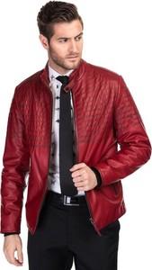Czerwona kurtka Giacomo Conti w rockowym stylu