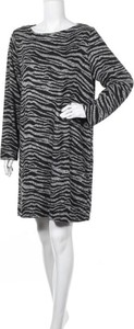 Sukienka Suzanne Grae mini w stylu casual z okrągłym dekoltem