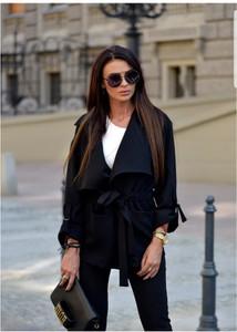 Czarny płaszcz Lamaja Butik