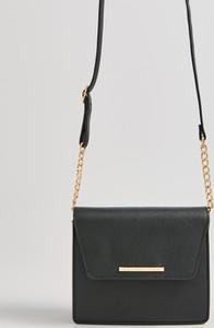 Czarna torebka Sinsay na ramię średnia matowa