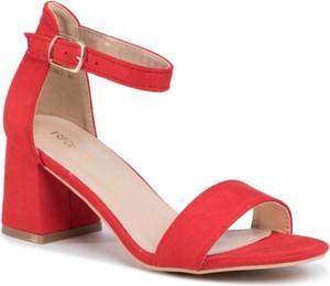 Czerwone sandały DeeZee z klamrami