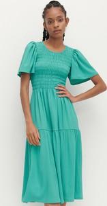 Sukienka Reserved z krótkim rękawem w stylu casual z okrągłym dekoltem