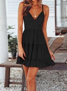 Czarna sukienka Arilook na ramiączkach mini