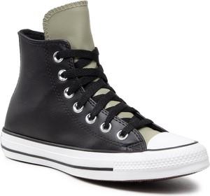 Czarne trampki Converse z płaską podeszwą