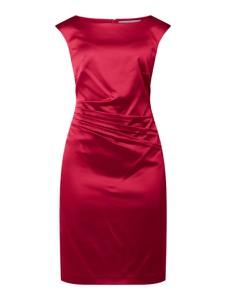 Czerwona sukienka Christian Berg Cocktail z okrągłym dekoltem bez rękawów z satyny