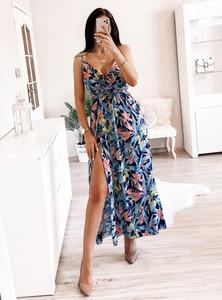 Sukienka Pakuten w stylu casual z dekoltem w kształcie litery v maxi