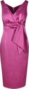 Różowa sukienka Fokus z tkaniny midi z krótkim rękawem