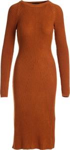 Brązowa sukienka Multu dopasowana z długim rękawem