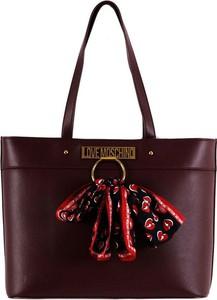 Czerwona torebka Love Moschino duża na ramię w wakacyjnym stylu