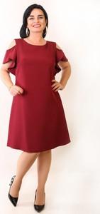Czerwona sukienka Oscar Fashion trapezowa z krótkim rękawem