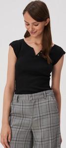 Czarny t-shirt Sinsay z krótkim rękawem z dekoltem w kształcie litery v w stylu casual