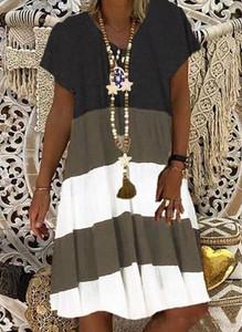Sukienka Cikelly z krótkim rękawem mini z dekoltem w kształcie litery v