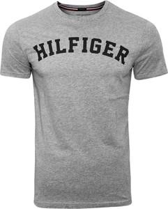 T-shirt Tommy Hilfiger w młodzieżowym stylu z bawełny z krótkim rękawem