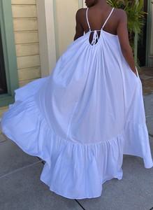 Niebieska sukienka Sandbella z dekoltem na plecach maxi