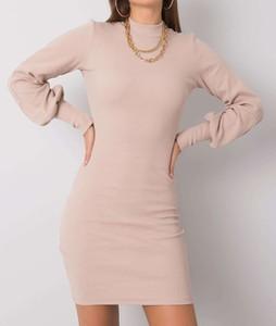 Sukienka Pretty Style dopasowana z długim rękawem z dzianiny