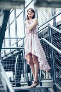 Sukienka Endoftheday z okrągłym dekoltem mini w stylu casual