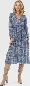 Niebieska sukienka born2be midi