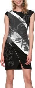 Sukienka Desigual w stylu casual dopasowana mini