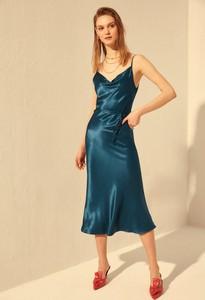 Granatowa sukienka Trendyol na ramiączkach z dekoltem w kształcie litery v prosta
