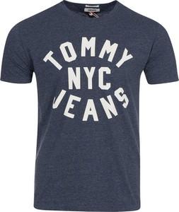 Niebieski t-shirt Tommy Jeans w młodzieżowym stylu z bawełny
