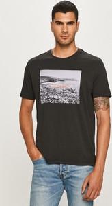 T-shirt Levis z nadrukiem w młodzieżowym stylu