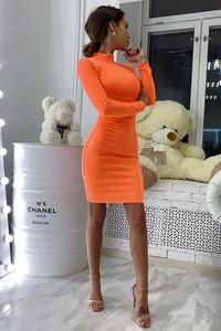 Sukienka Ivet.pl w stylu glamour dopasowana