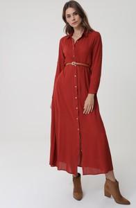 Czerwona sukienka born2be koszulowa z długim rękawem midi