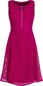 Różowa sukienka DKNY bez rękawów rozkloszowana