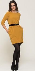 Żółta sukienka VISSAVI z okrągłym dekoltem w stylu casual