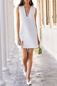 Sukienka IVET bez rękawów z dekoltem w kształcie litery v mini