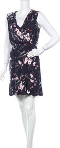 Sukienka Eliza J z dekoltem w kształcie litery v mini bez rękawów