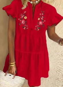 Czerwona sukienka Sandbella w stylu casual