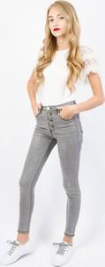 Jeansy Olika w street stylu z jeansu