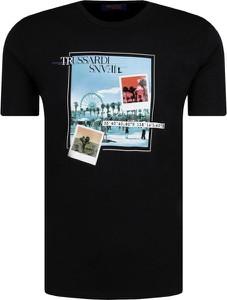T-shirt Trussardi Jeans w młodzieżowym stylu z krótkim rękawem z nadrukiem