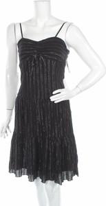 Czarna sukienka Blush z dekoltem w kształcie litery v rozkloszowana