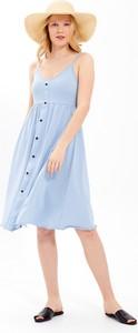 Niebieska sukienka Gate midi