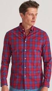 Czerwona koszula Reserved z kołnierzykiem button down