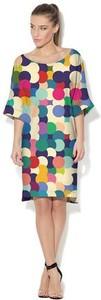 Sukienka COLOUR PLEASURE z dzianiny z okrągłym dekoltem midi